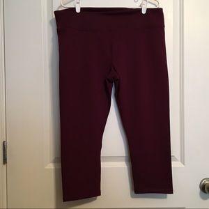 fabletics burgundy capri leggings